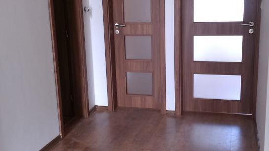 Interiérové dvere, laminátové parkety